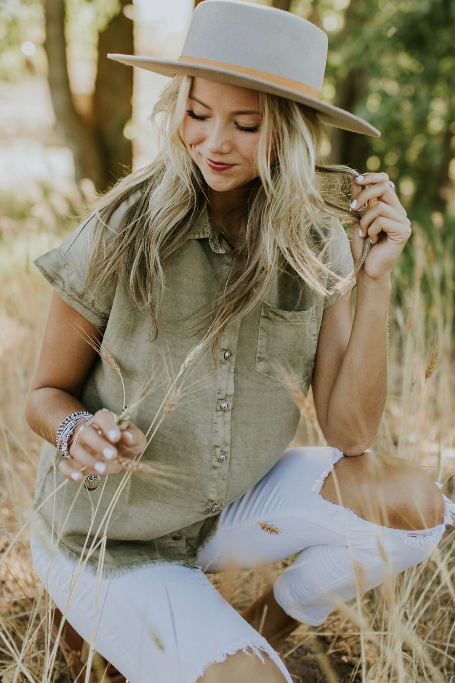 Sweet + Simple Outfit Ideas For Women | ROOLEE