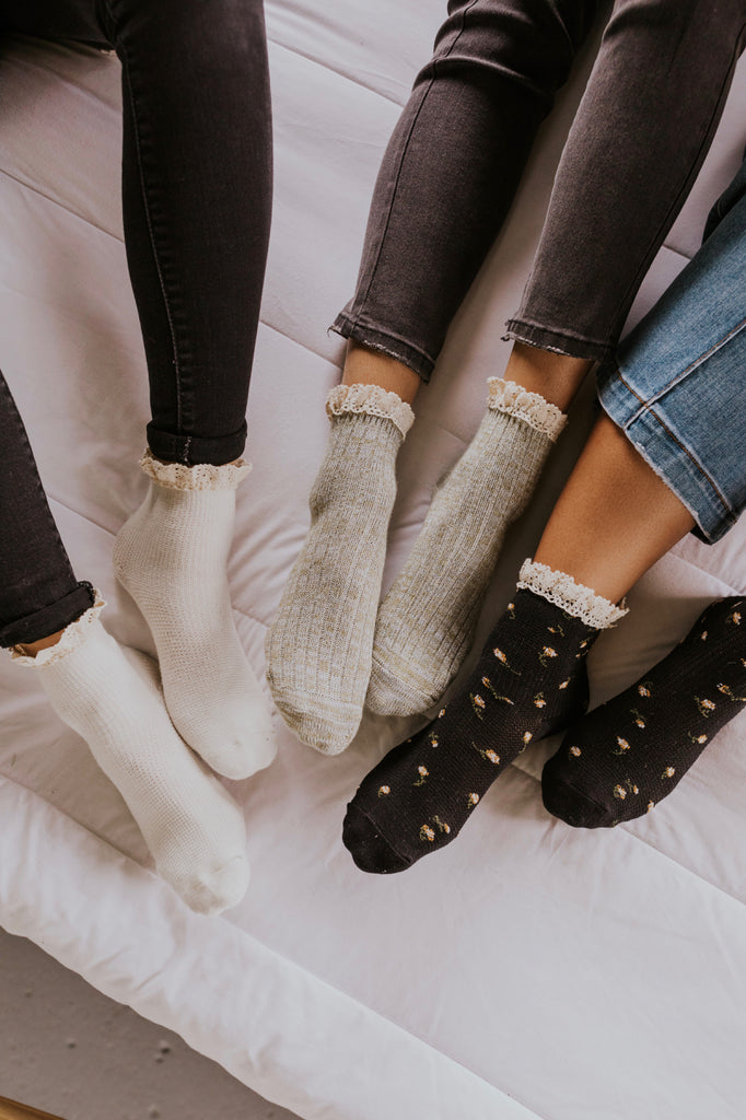 Free People Escapade Space Dye Ruffle Socks