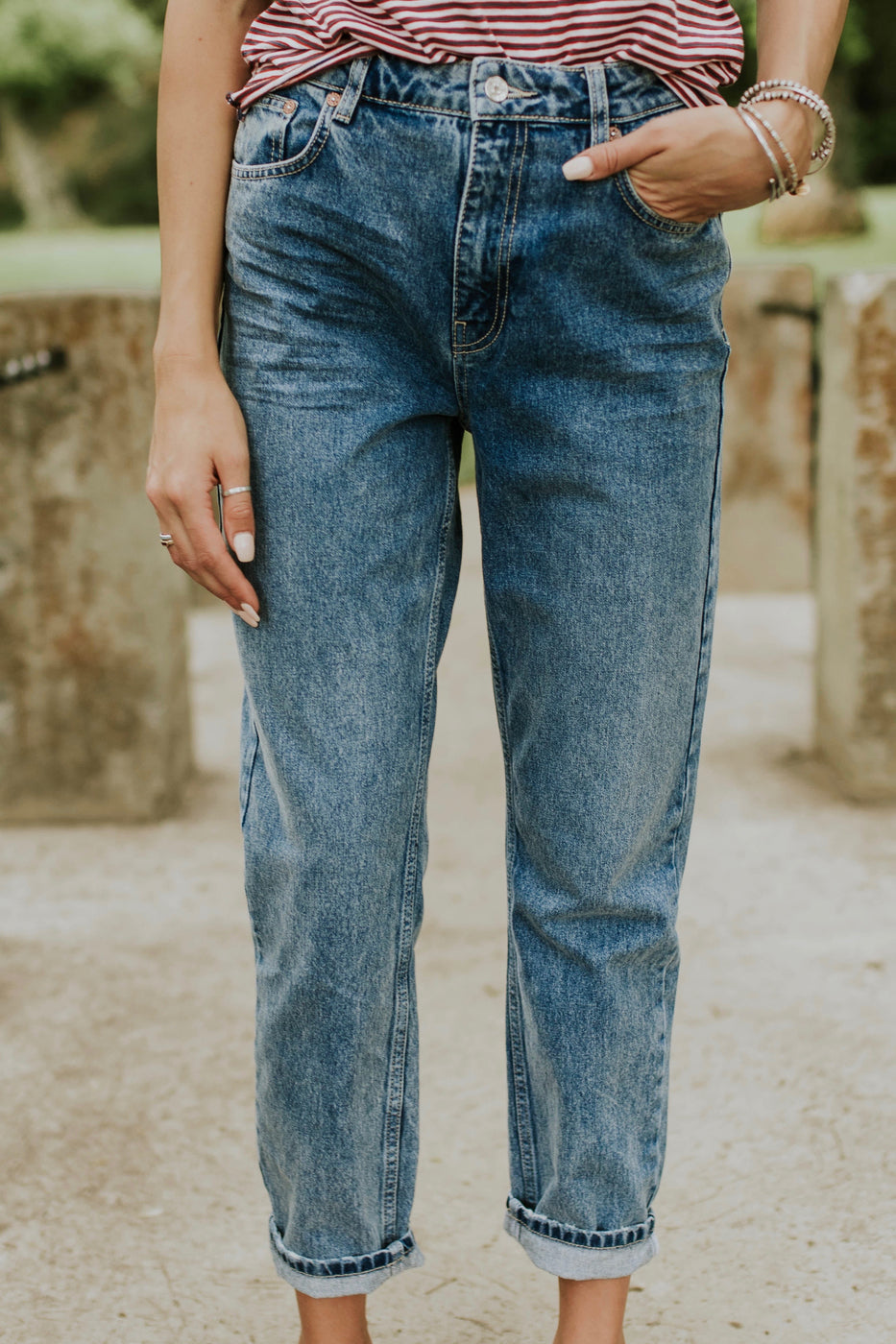 Loose Fit Mom Jeans | ROOLEE