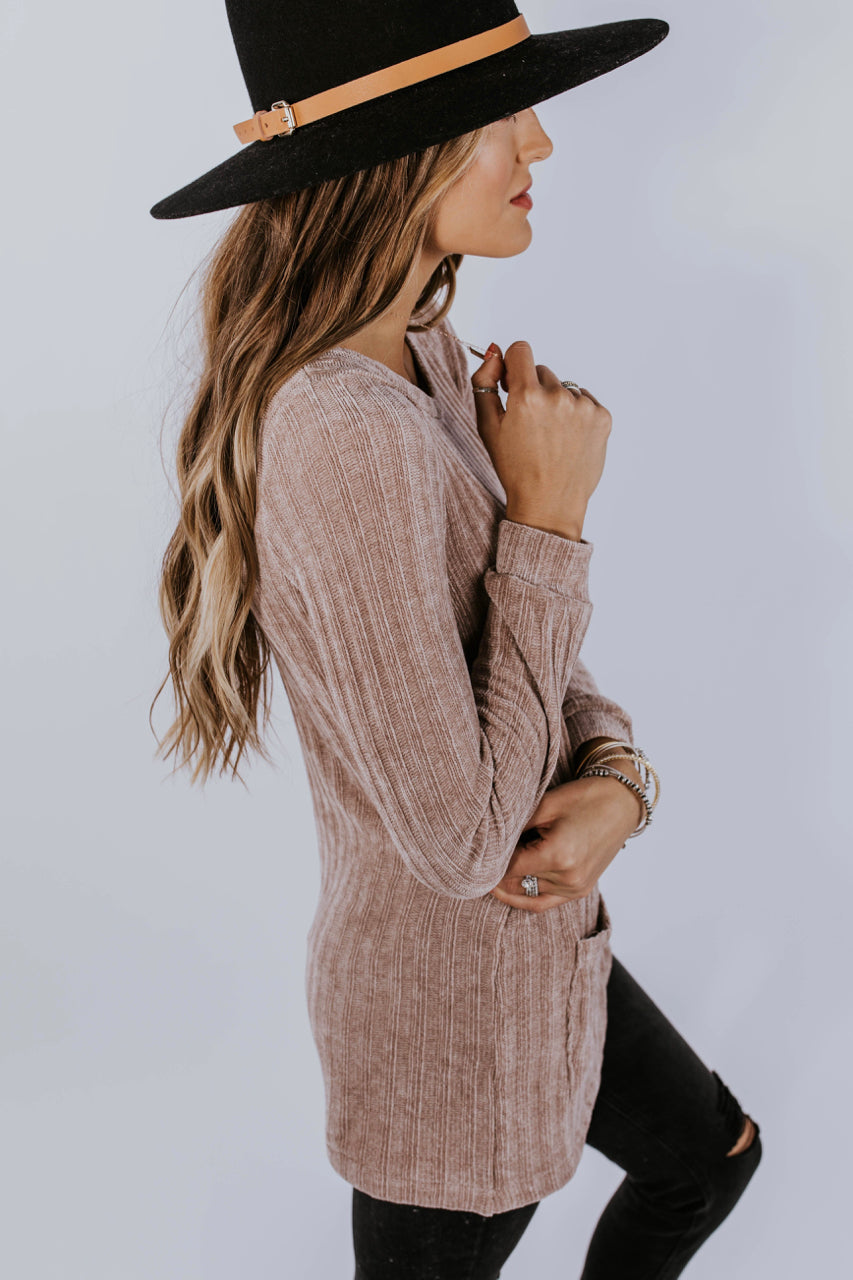 Soft Sweater Tunic Outfit Ideas For Fall | ROOLEE
