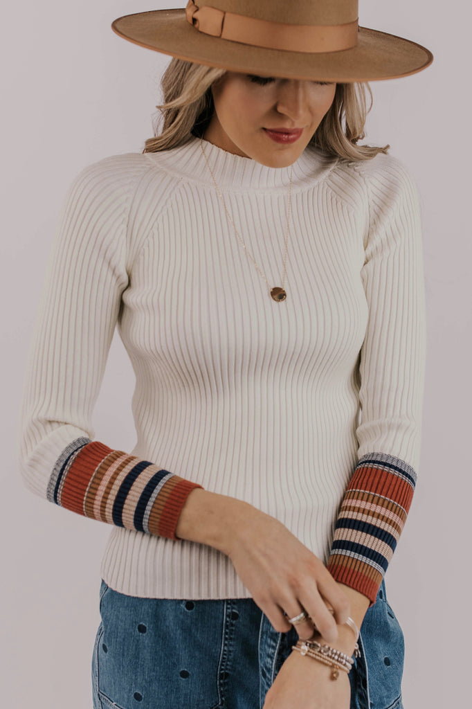 Contrast Sleeve Top Outfit Ideas | ROOLEE