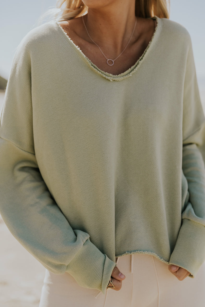 V neck distressed pullover | ROOLEE