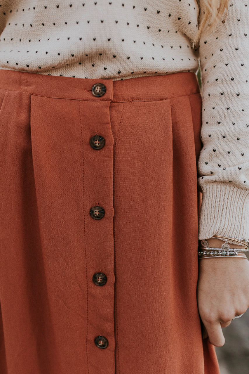 Button Up Skirt Outfit Ideas | ROOLEE