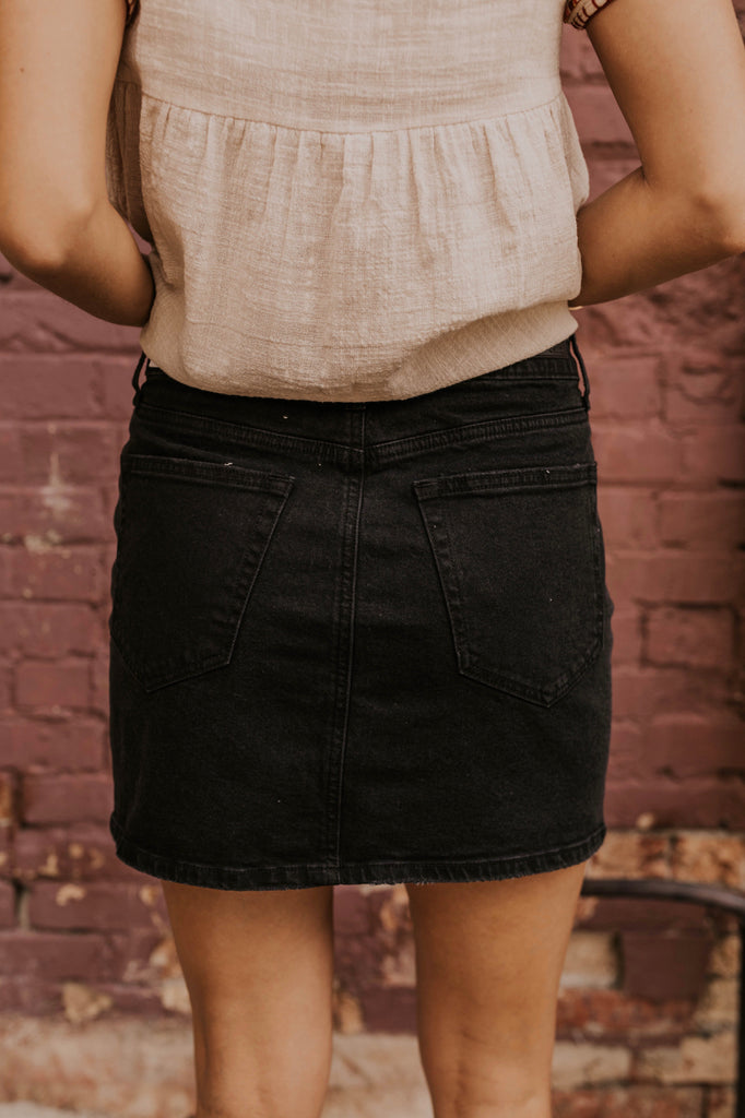 Black Simple Mini Skirt | ROOLEE