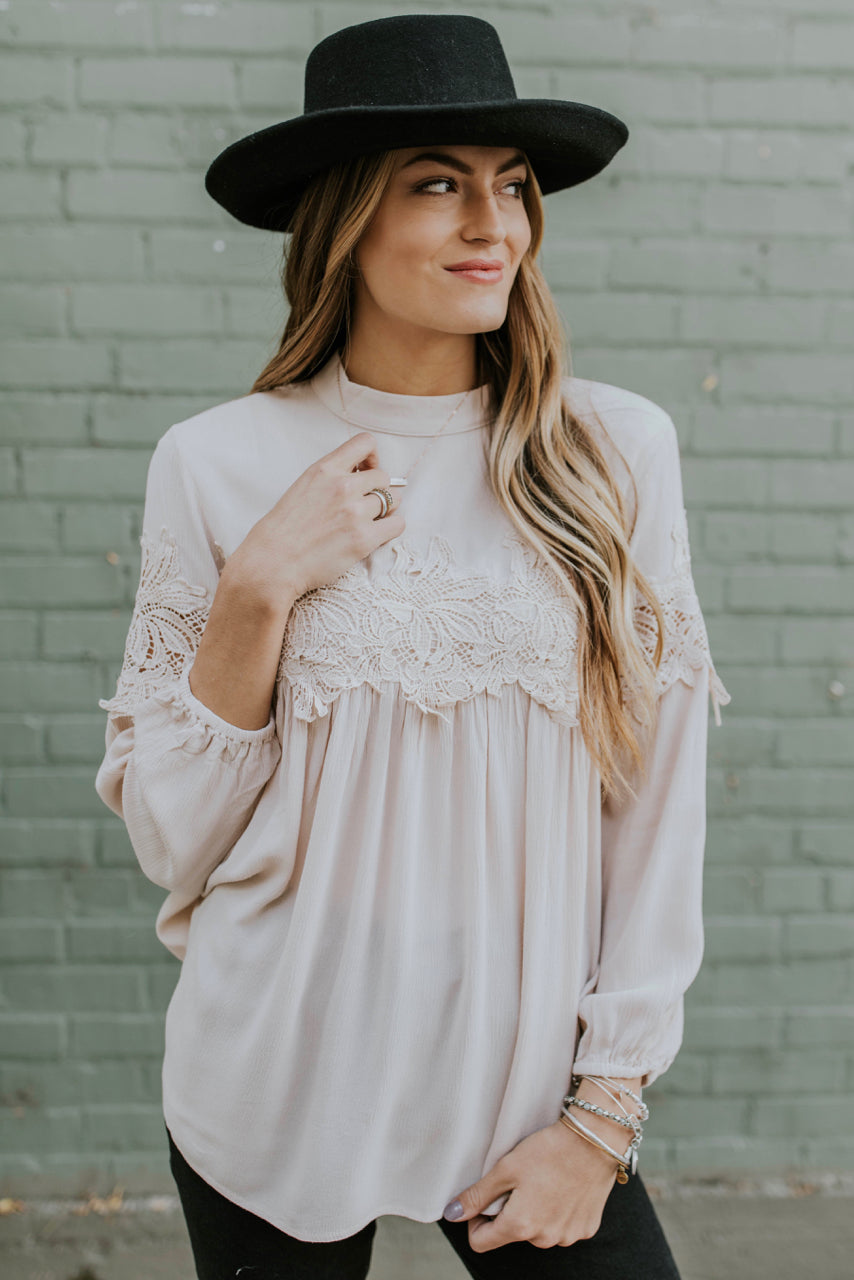Autumn Blouse Ideas Outfit | ROOLEE