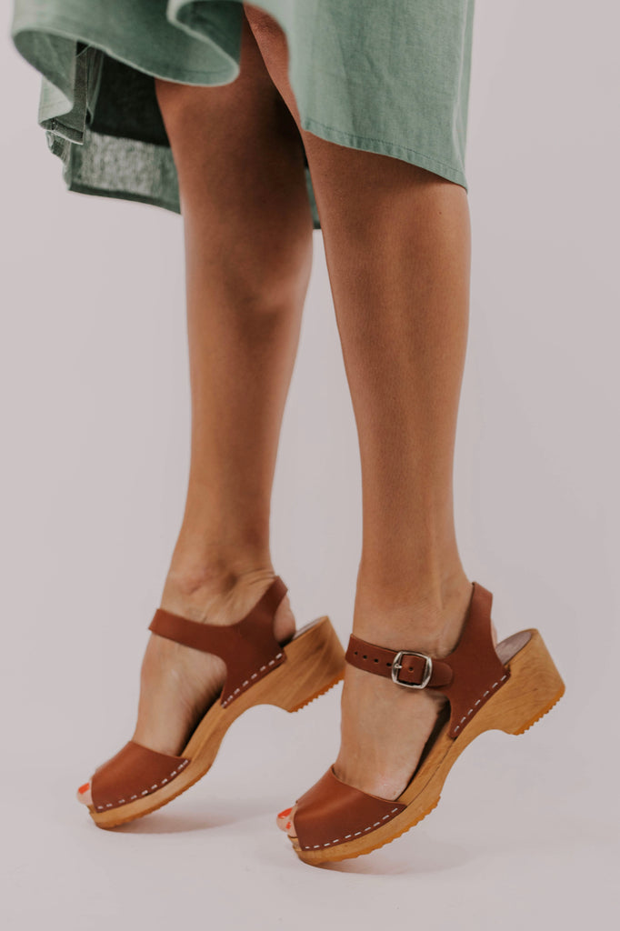 Open Toe Brown Clogs | ROOLEE