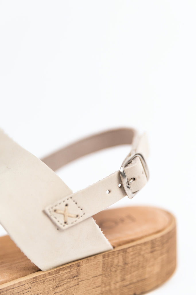 White strap buckle sandal | ROOLEE