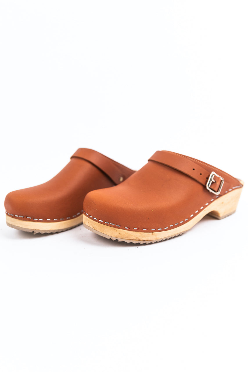Close toe brown shoes | ROOLEE
