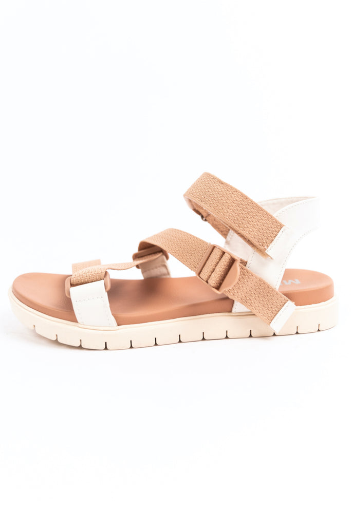 Sandals with Cushioned Bed | ROOLEE