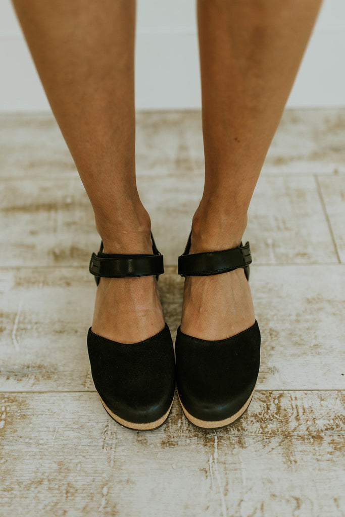 Black Leather Summer Clogs | ROOLEE