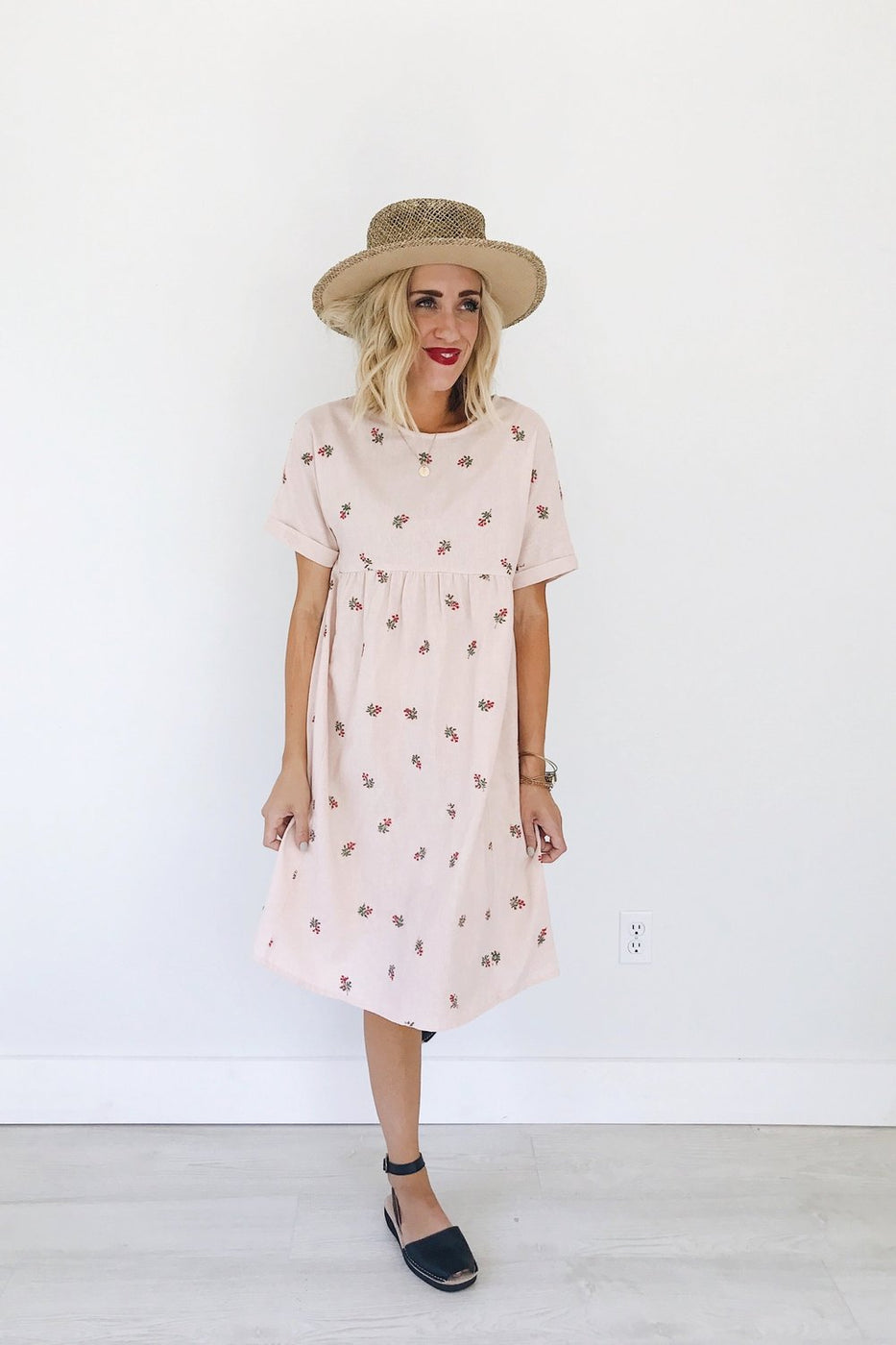 Loren Embroidered Linen Dress in Blush