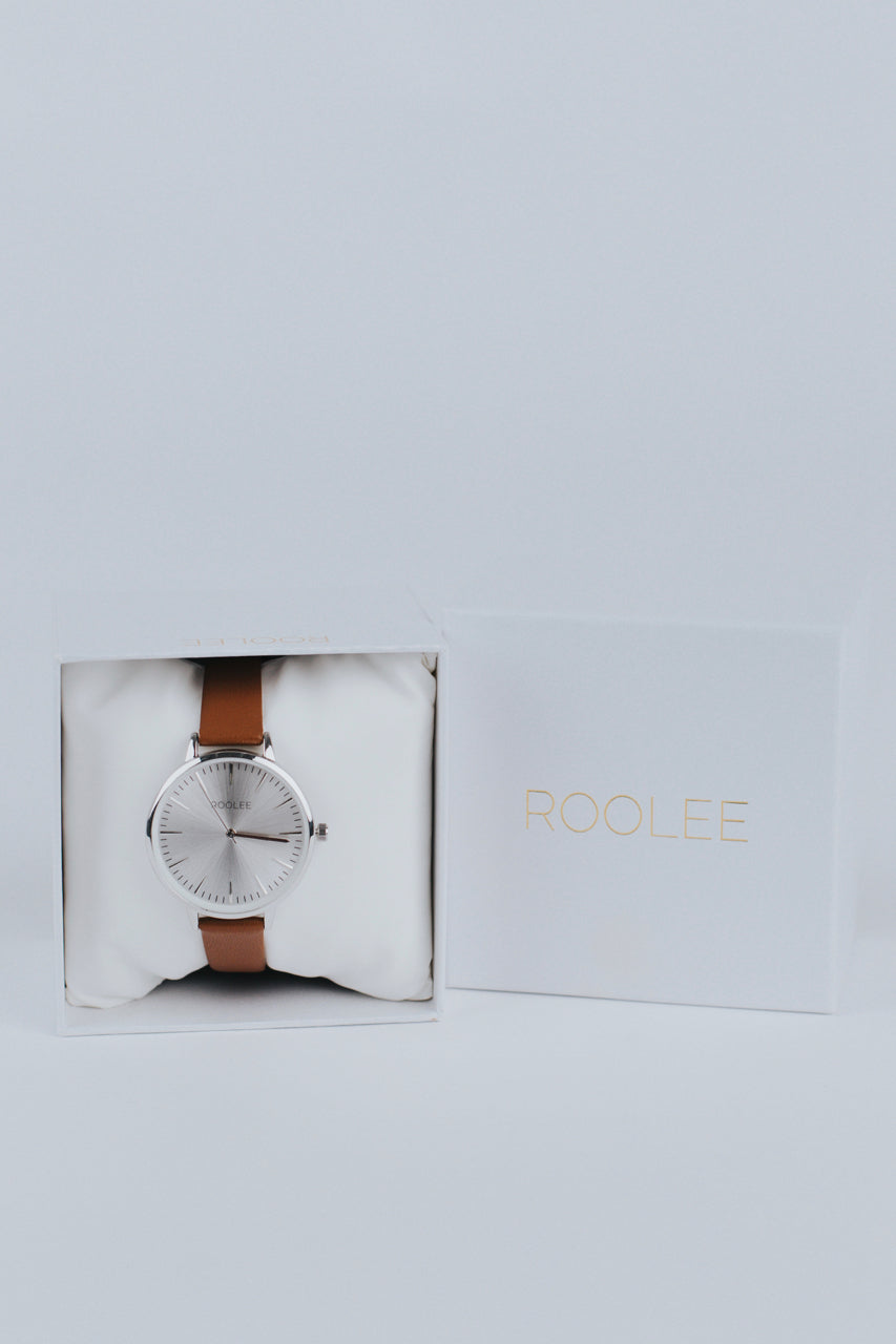 Minimalistic Wrist Watch For Women | ROOLEE