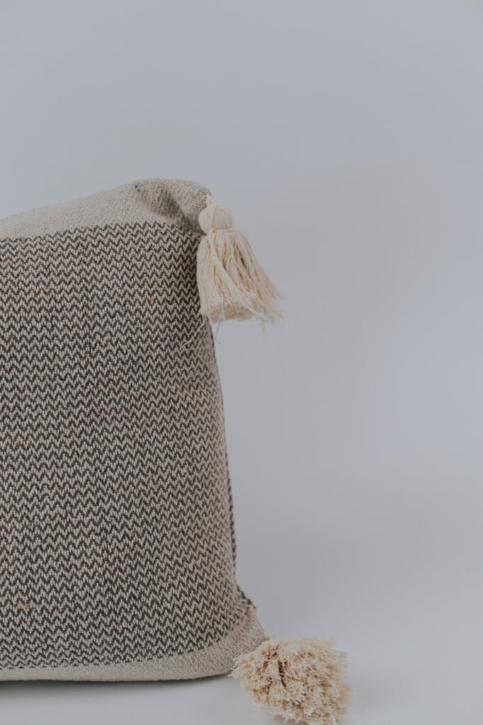 Simple Throw Pillow | ROOLEE