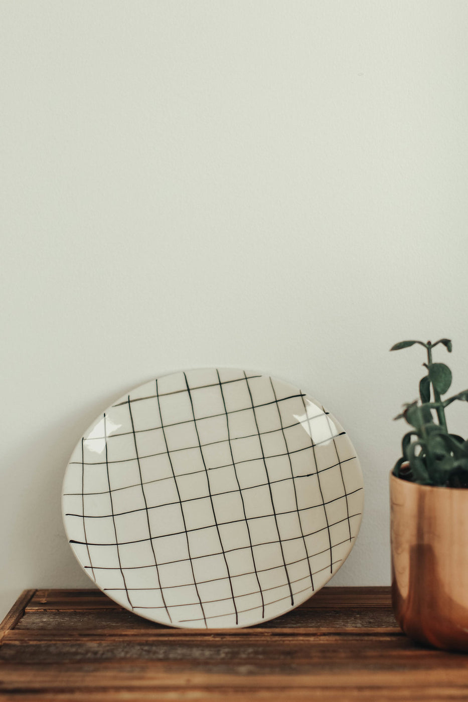 Inverness Ceramic Plate in Thin Grid | ROOLEE