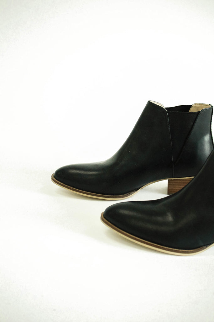 Casual Black Leather Boot For Women | ROOLEE