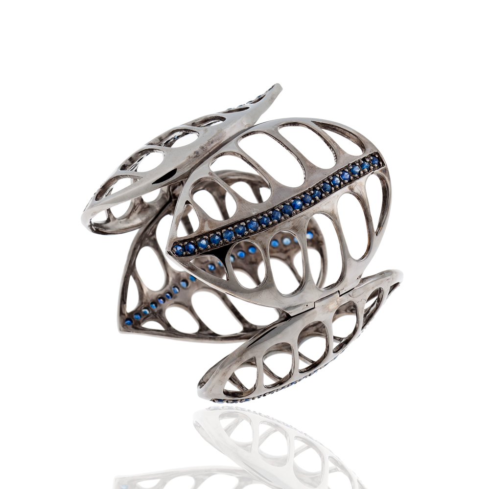 Load image into Gallery viewer, 925 Silver Leaf Bracelet with Blue Sapphires