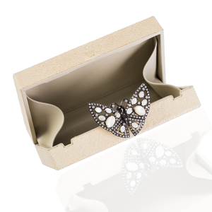 Load image into Gallery viewer, Ivory Stingray Butterfly Purse