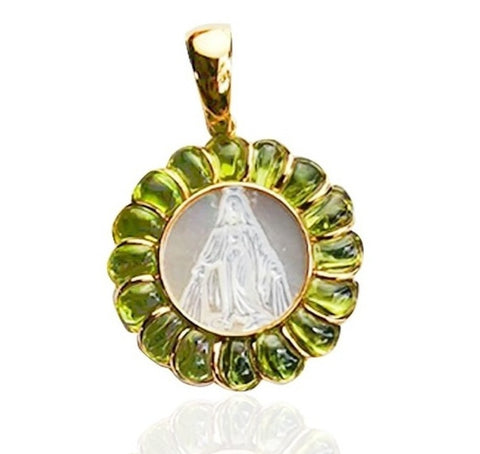 18K Yellow Gold Medal with Our Lady Grace in Mother Pearl with Peridot