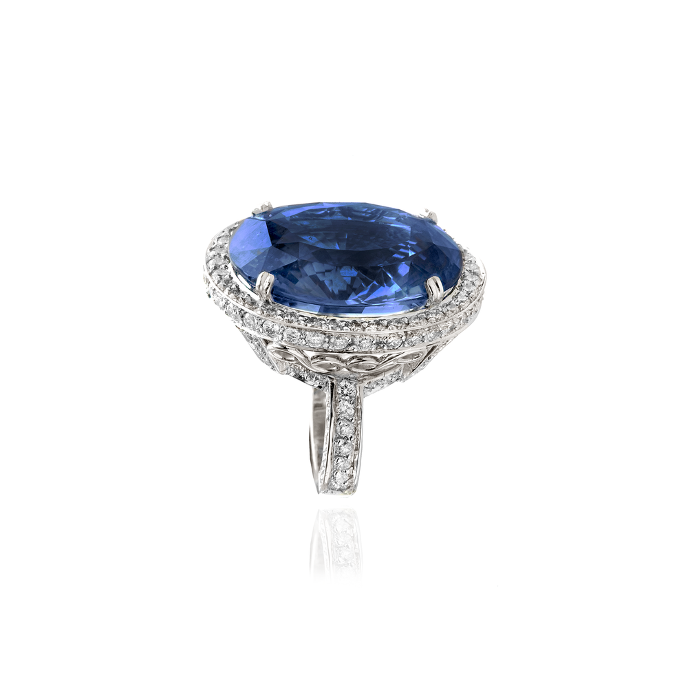 18K White Gold Ring with Blue Sapphire on a Diamond Setting