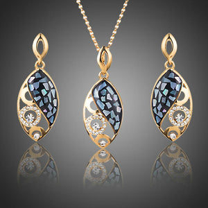 Golden Fish Pattern Drop Earrings and Pendant Necklace Set - KHAISTA Fashion Jewellery