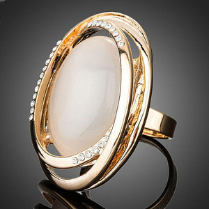 Lightweight Egg Shaped Crystal Ring - KHAISTA Fashion Jewellery