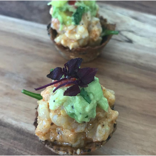Sesame cups filled with spicy prawns & avocado (GF)