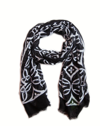 Vera Bradley black and white fringe scarf