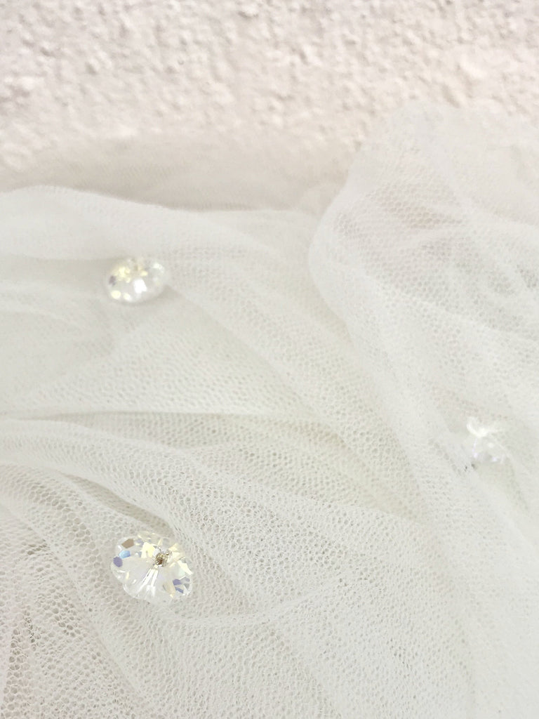 VEIL OFFWHITE  WITH CRYSTALS