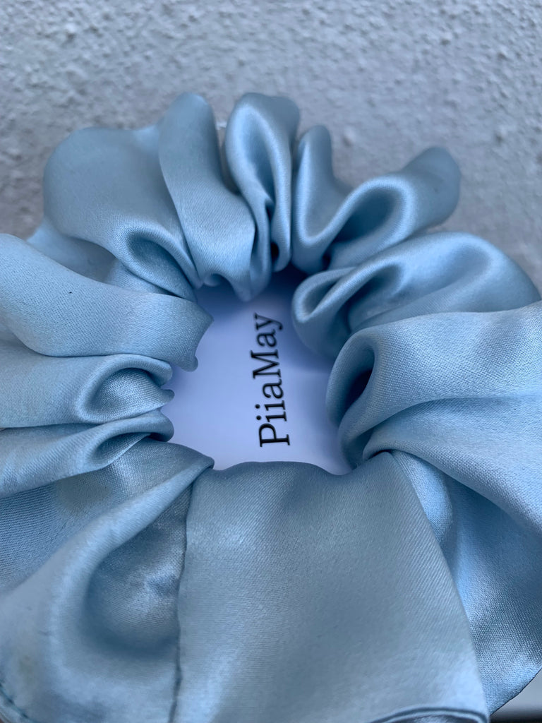 SCRUNCHIE BABY BLUE SILK