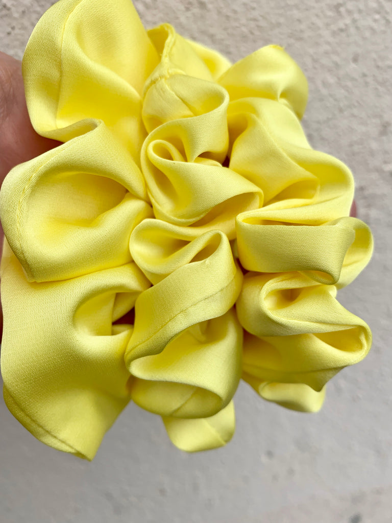 SCRUNCHIE SILK YELLOW