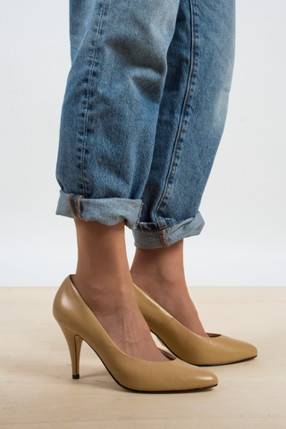 vintage leather heels in camel