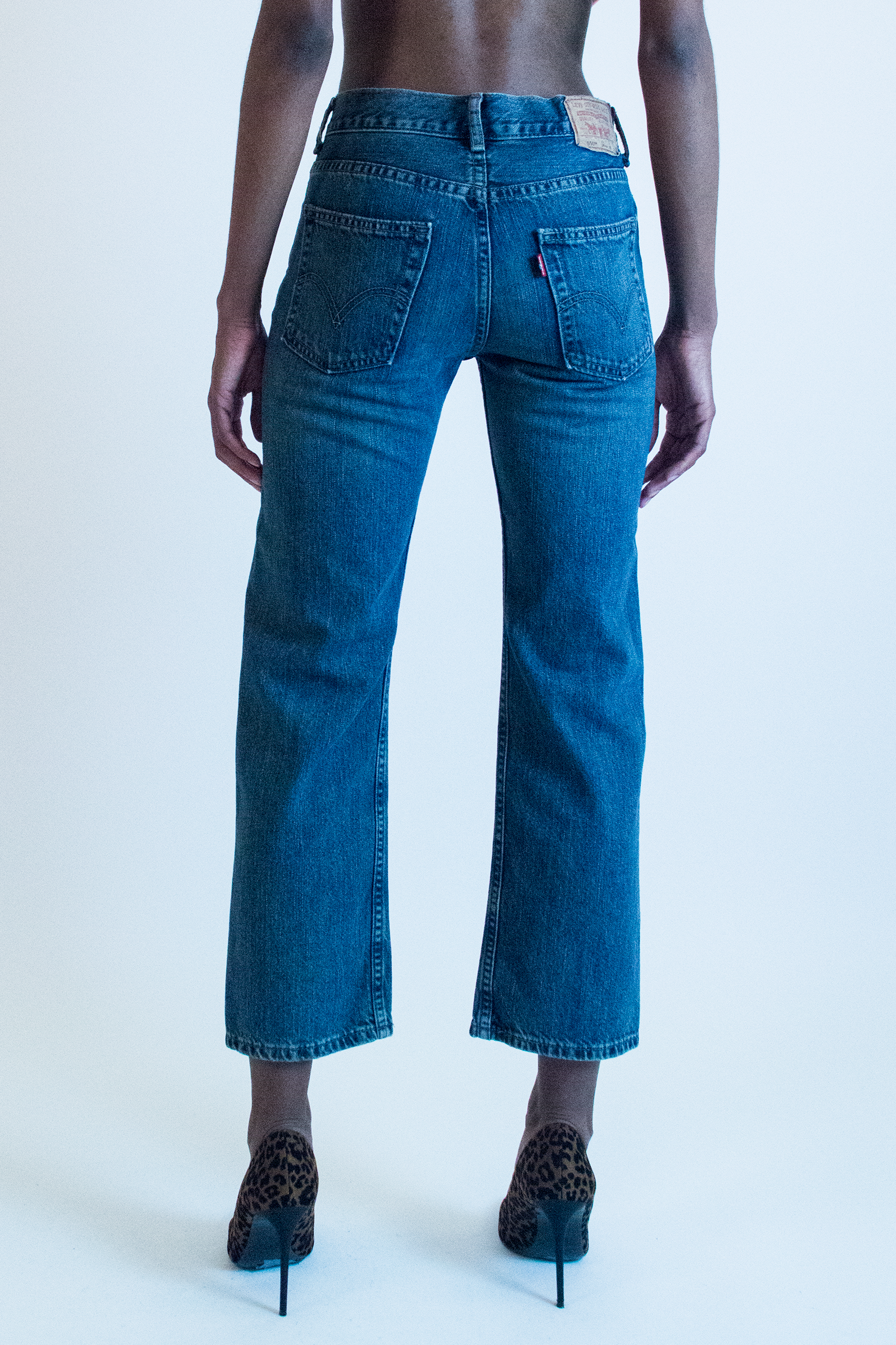 vintage cropped Levi's jean in mid-wash blue