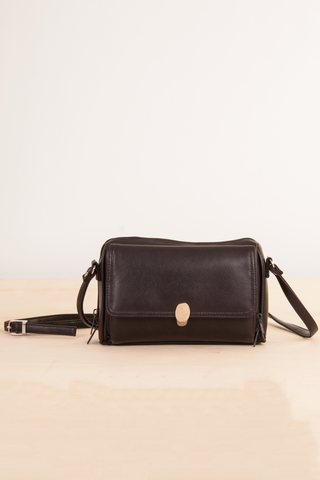 vintage cross body bag in dark brown