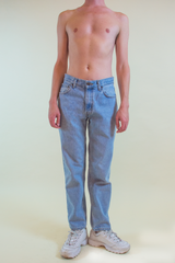 vintage levi's in light wash blue