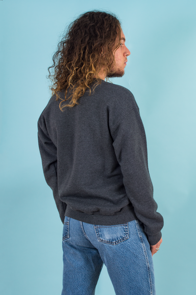 vintage grey sweatshirt and 90s jeans