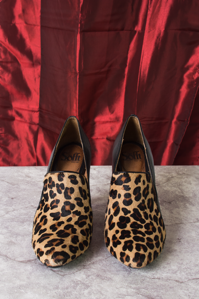 ponyhair leopard pumps with black leather