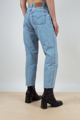 vintage light blue levi's 550 jeans with cropped hem