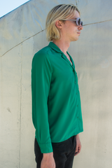 satin shirt with camp collar in emerald