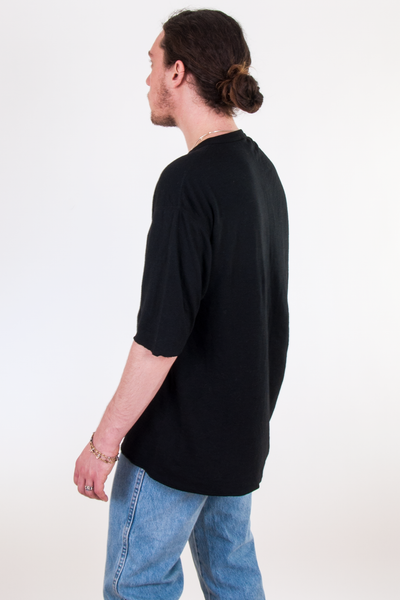 vintage oversized black t-shirt and 90s denim