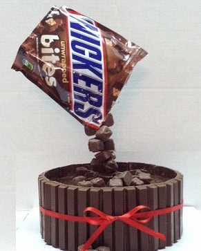 Snickers anti-gravity chocolate cake - saysurprise