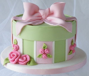 Gift box fondant cake - on request 1 kg - saysurprise