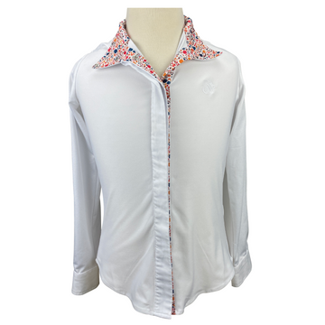 Front of Ovation Ellie Tech Show Shirt in White/Equestrian Print Collar