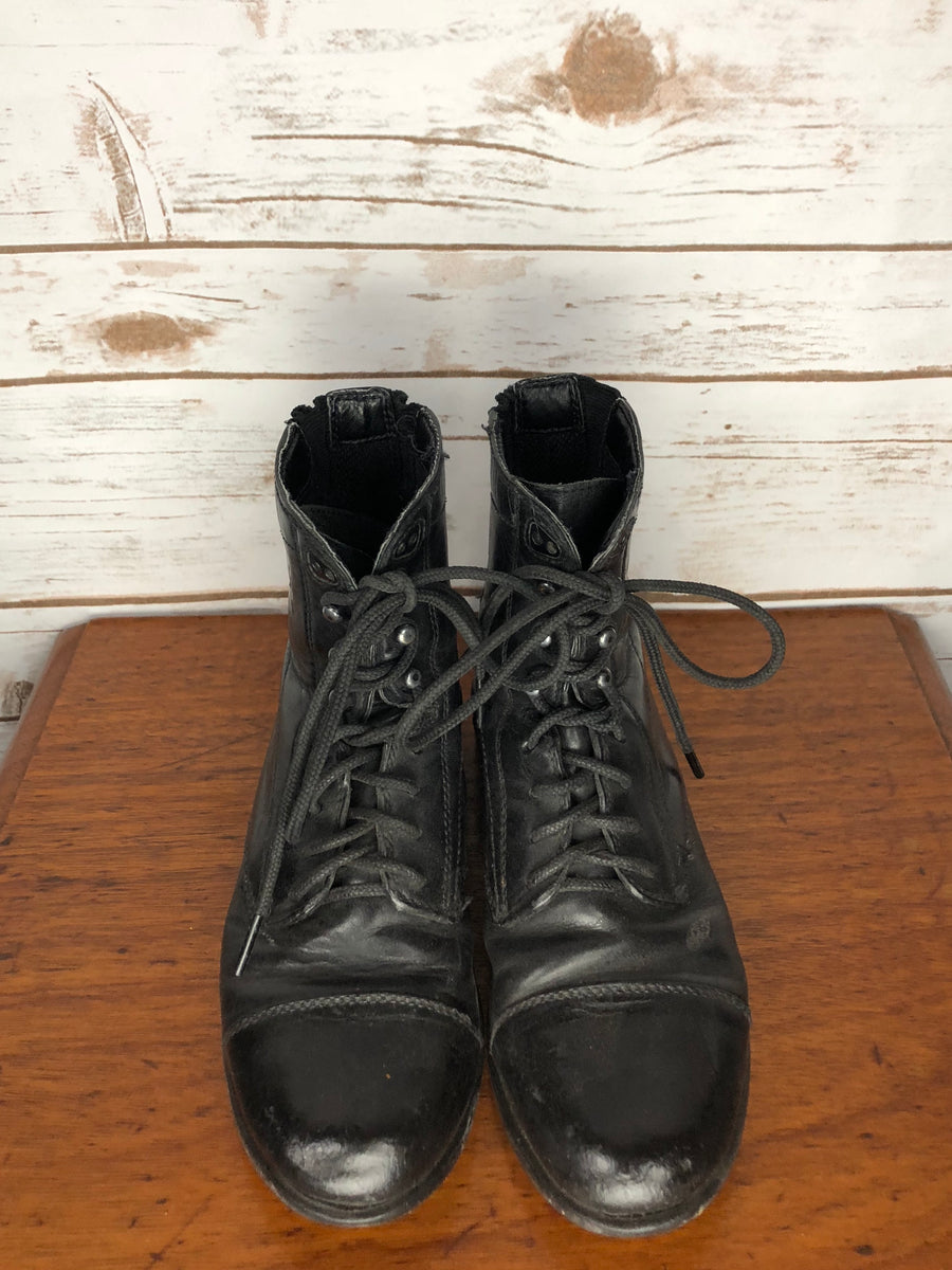 Ariat Youth Performer Paddock Boots in Black- Front Sole View