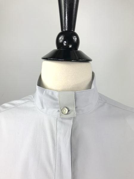Callidae Show Shirt in Dove Grey - Collar View