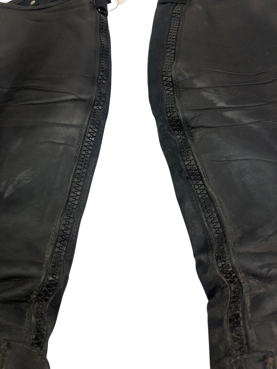 Close Up of zippers Parlanti Half Chaps in Black