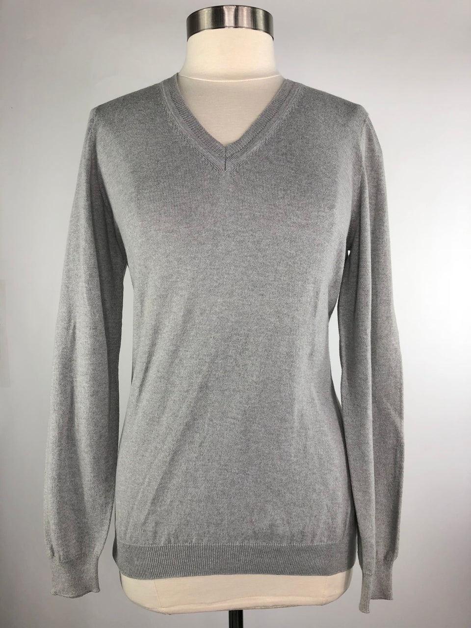 Callidae V-Neck Sweater in Aldgate - Women's XS