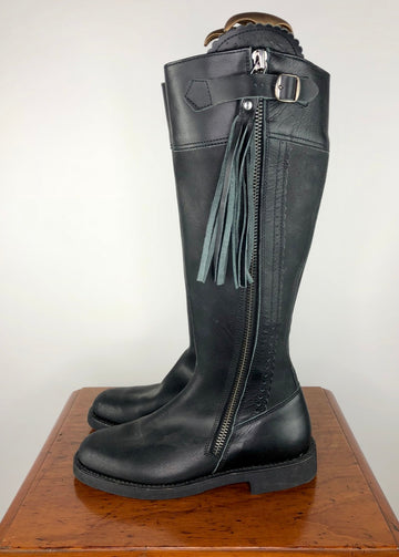 El Estribo Boots in Black -  Left Side View