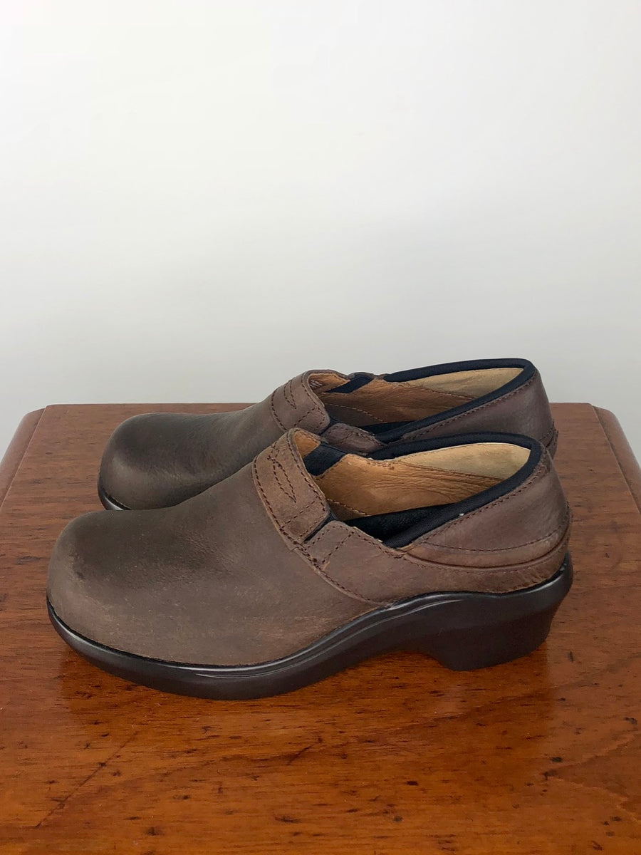 Ariat Santa Cruz Clog in Walnut - Left Side View