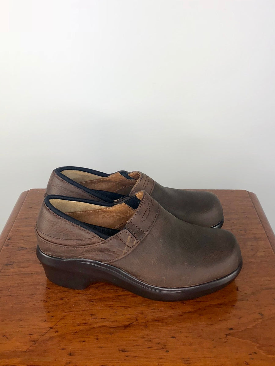 Ariat Santa Cruz Clog in Walnut - Right Side View