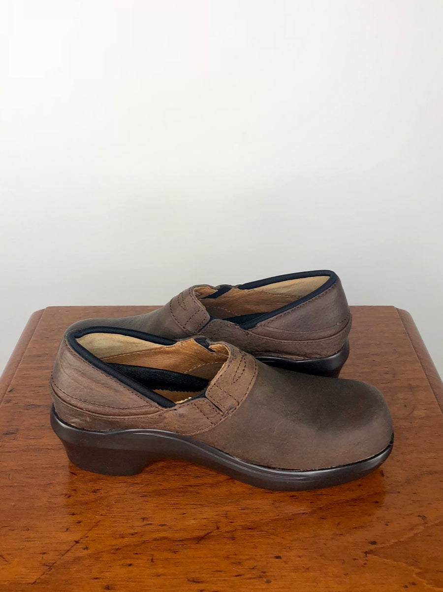 Ariat Santa Cruz Clog in Walnut - Side View 2